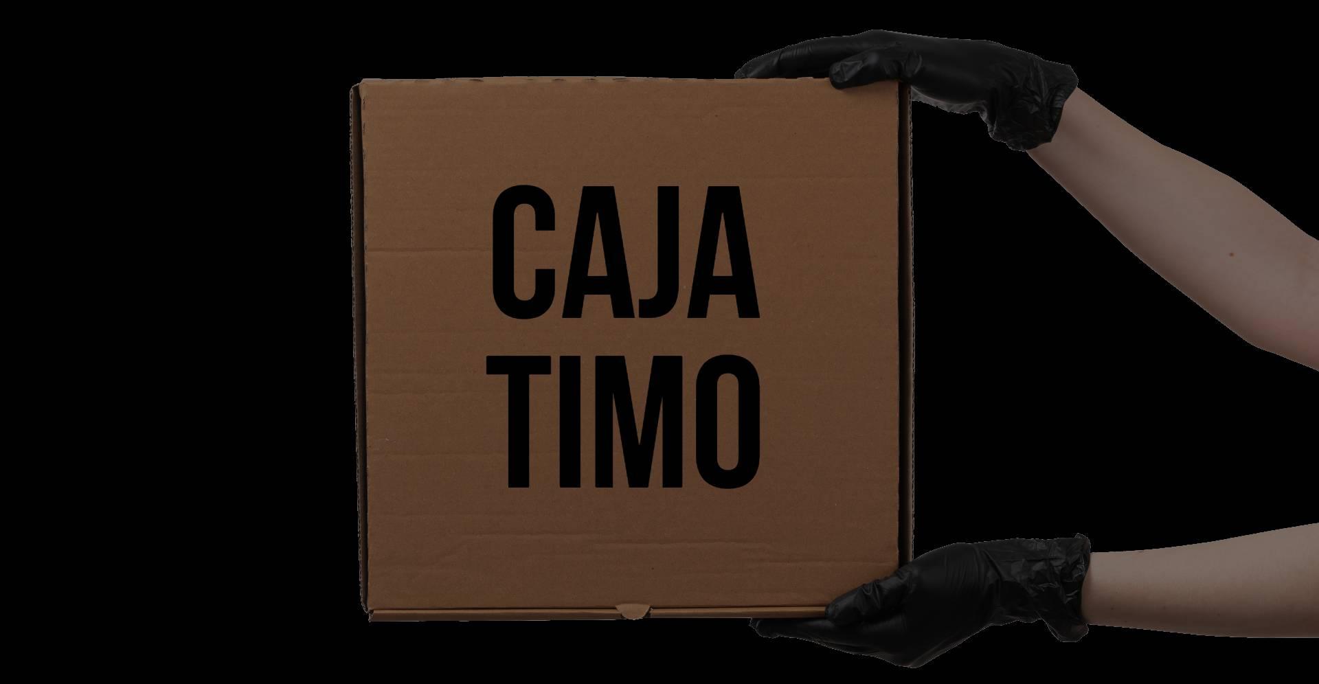 Imagen de una caja vacía de cartón cutre con el texto CAJA TIMO
